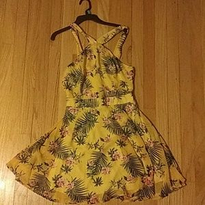 Very summery dress with pretty flower details